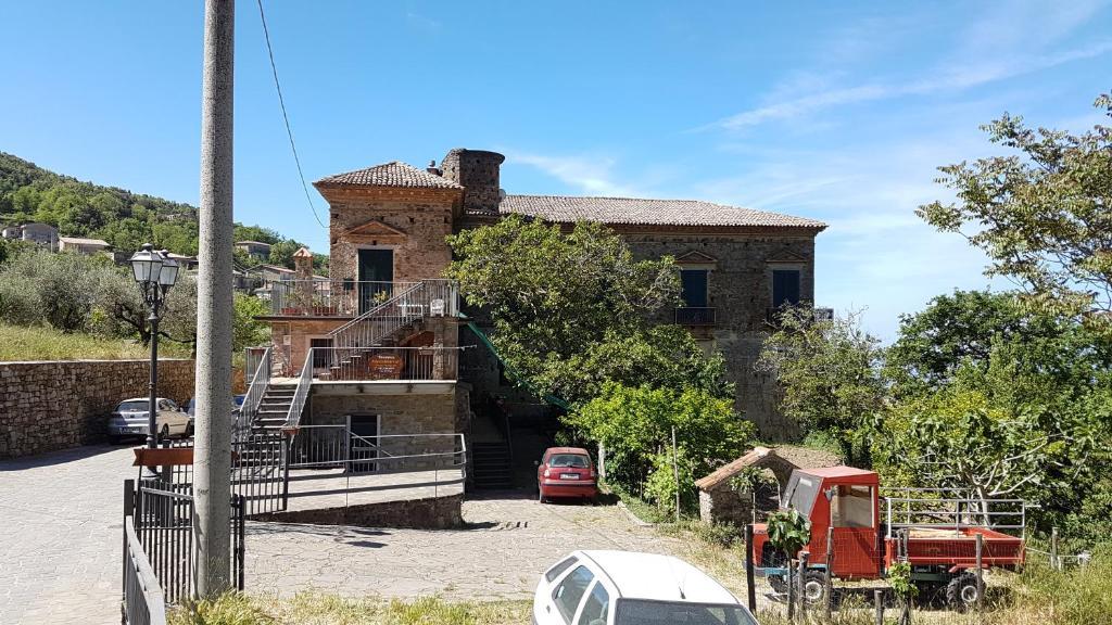 Serramezzana: bilocale in antico palazzo nobiliare a breve distanza dal mare di acciaroli(5 vele 2017),agnone,castellabate(bandiere blu)