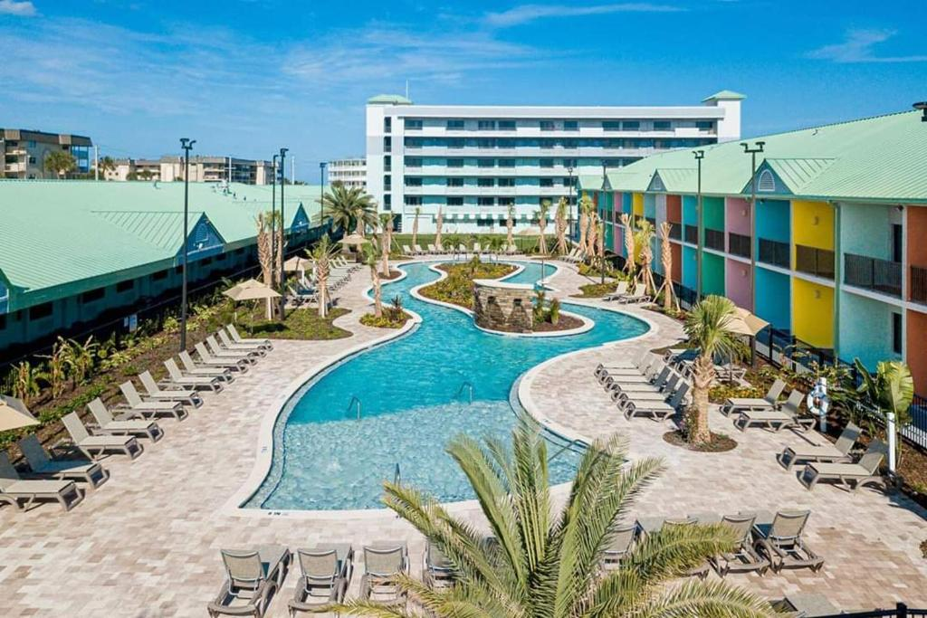 A view of the pool at Beachside Hotel and Suites or nearby