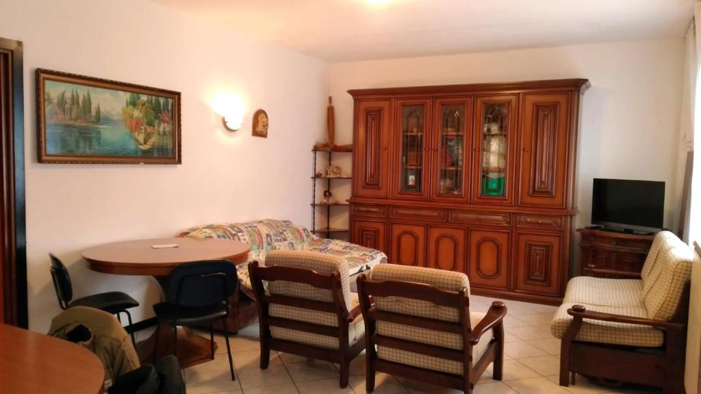 Apartment with 2 bedrooms in Scano Al Brembo with enclosed garden and WiFi