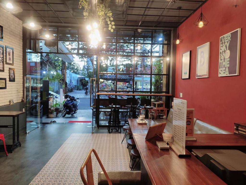 峴港康提基旅舍餐廳或用餐的地方