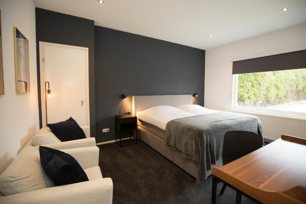 Een bed of bedden in een kamer bij Bed and Breakfast Groningen - Peizerweg