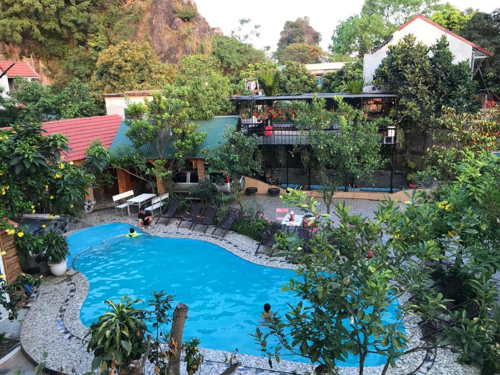 A view of the pool at Tuan Ngoc Hotel or nearby