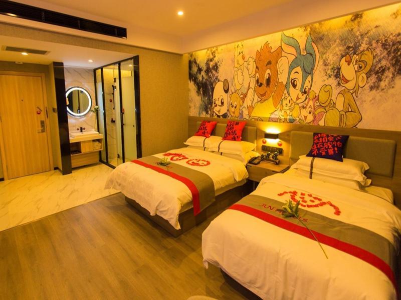 JUN Hotels He