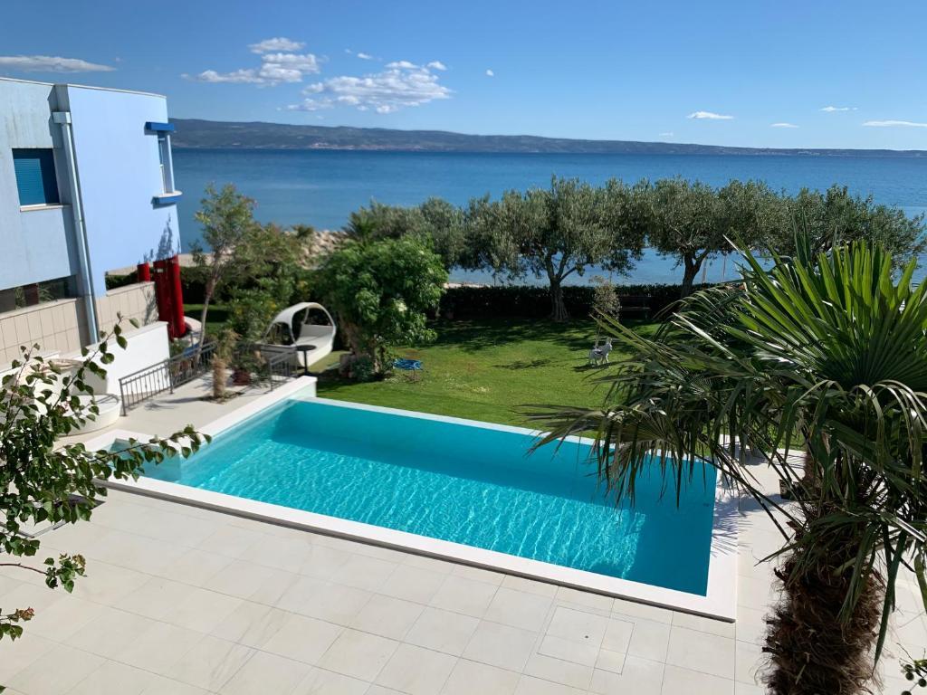 The swimming pool at or close to Villa Pitomcia
