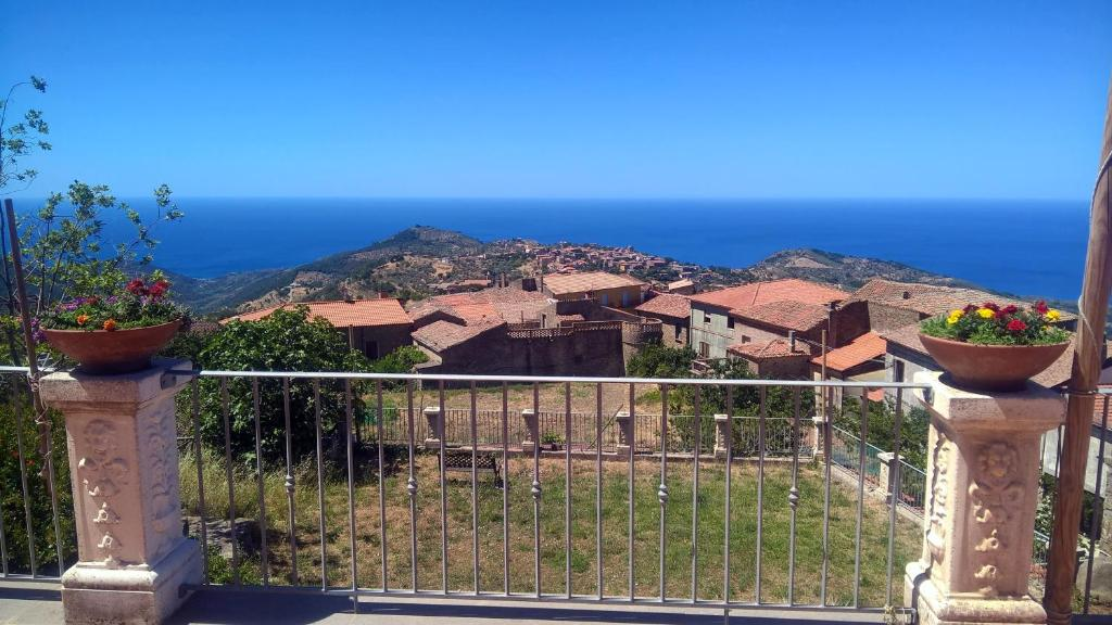 Apartment with one bedroom in San Mauro Cilento with wonderful sea view and enclosed garden 7 km from the beach