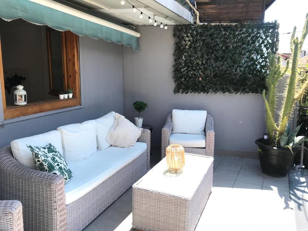 Zona de estar de TOP APARTMENT con terraza en CalleEstafeta