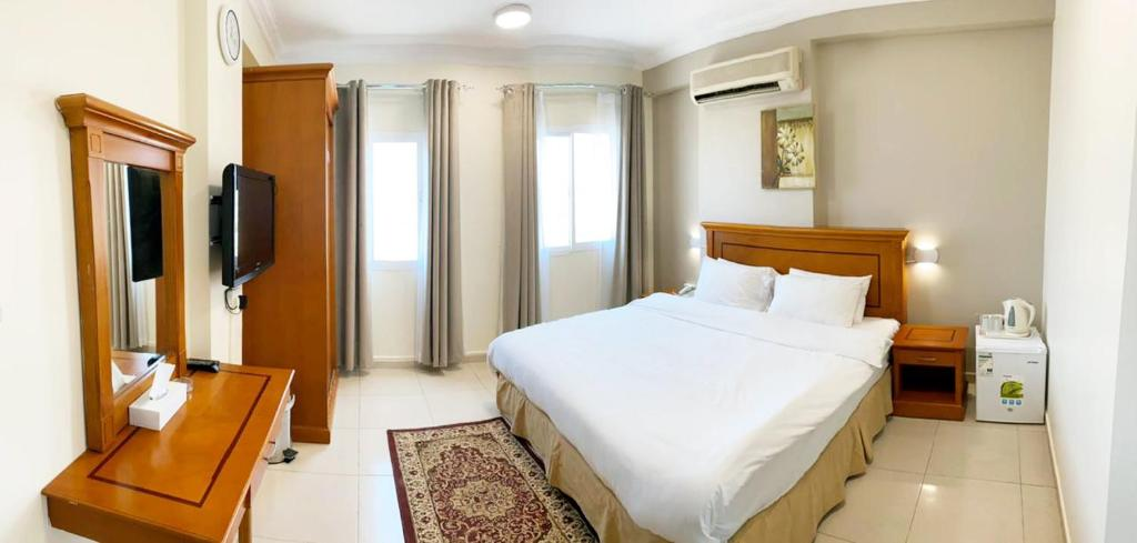 A bed or beds in a room at Al Murooj Hotel Apartments