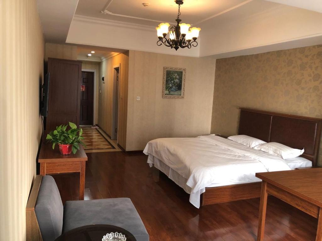 A bed or beds in a room at Luoman Fashion Apartment