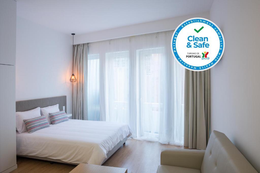 Uma cama ou camas num quarto em Porto Bonjardim Apartments