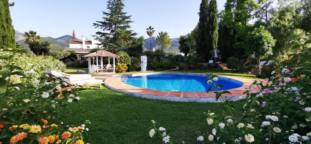 Der Swimmingpool an oder in der Nähe von Roca Verde, Boutique Bed & Breakfast