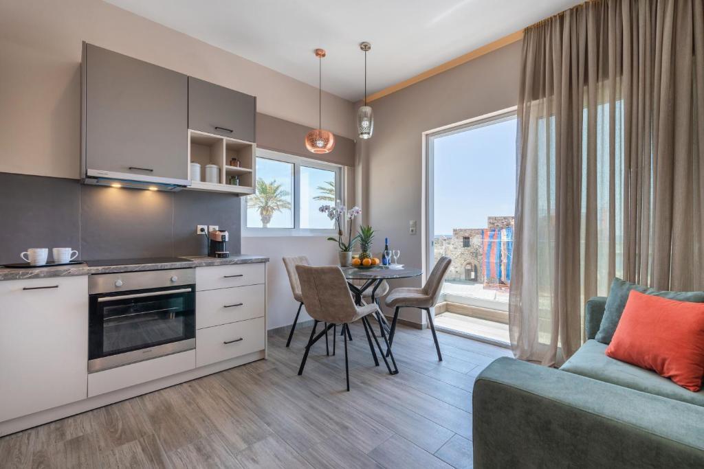 A kitchen or kitchenette at Big Blue suites 1