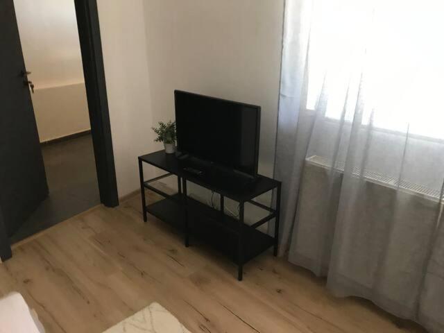 Televízia a/alebo spoločenská miestnosť v ubytovaní Apartment Dubnica Prejta 3