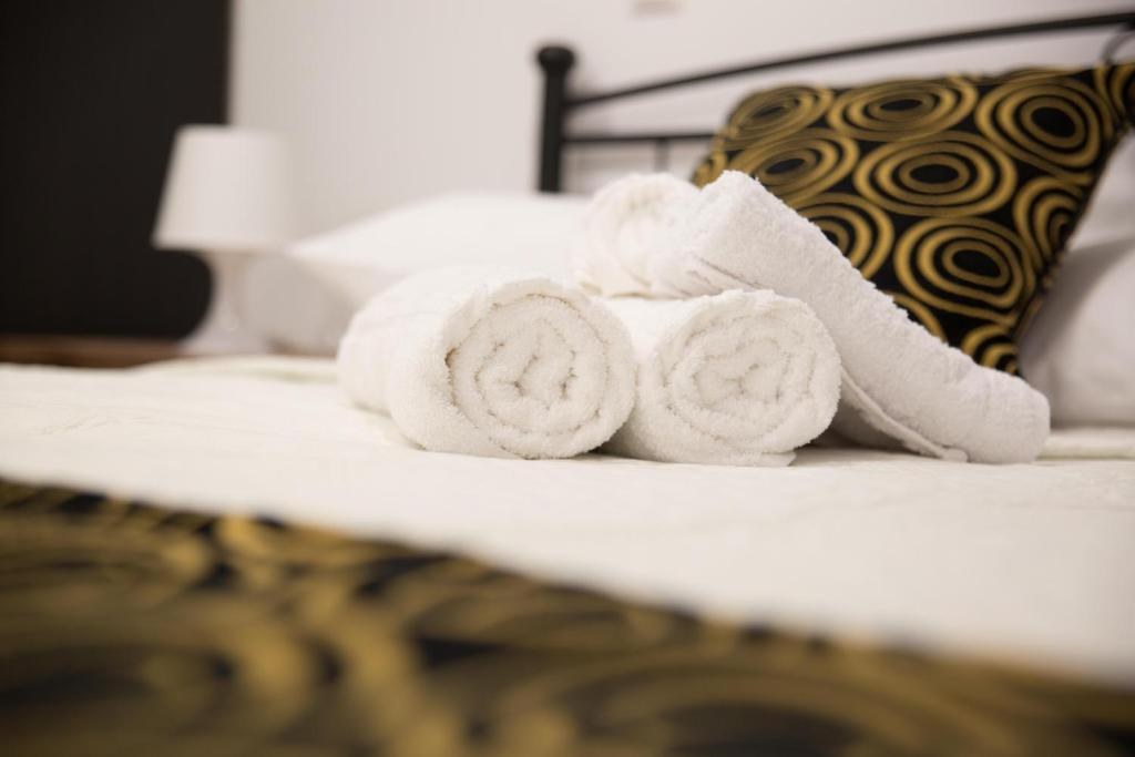 A bed or beds in a room at Aimou Studios & Apartments Piraeus