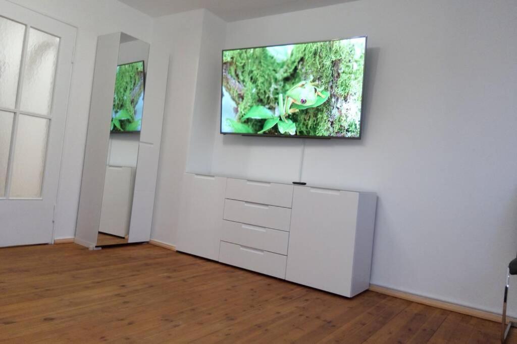 A television and/or entertainment center at Up to 8! New, modern, near city, Messe and airport