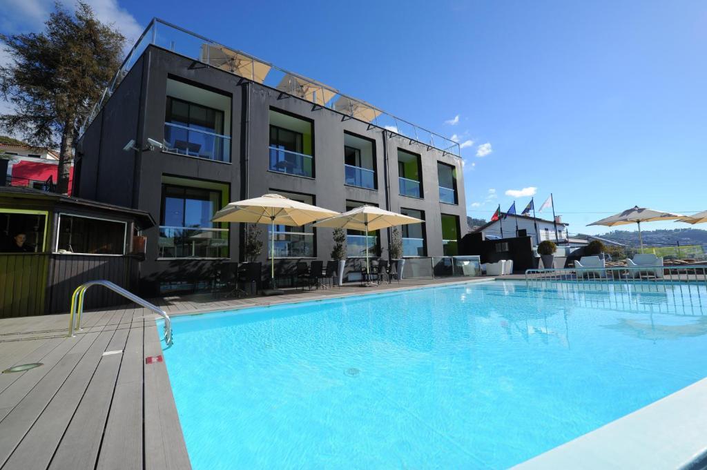 Het zwembad bij of vlak bij Quinta Mirabela - Design Hotel