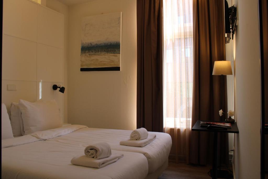 Een bed of bedden in een kamer bij Hotel Raecks