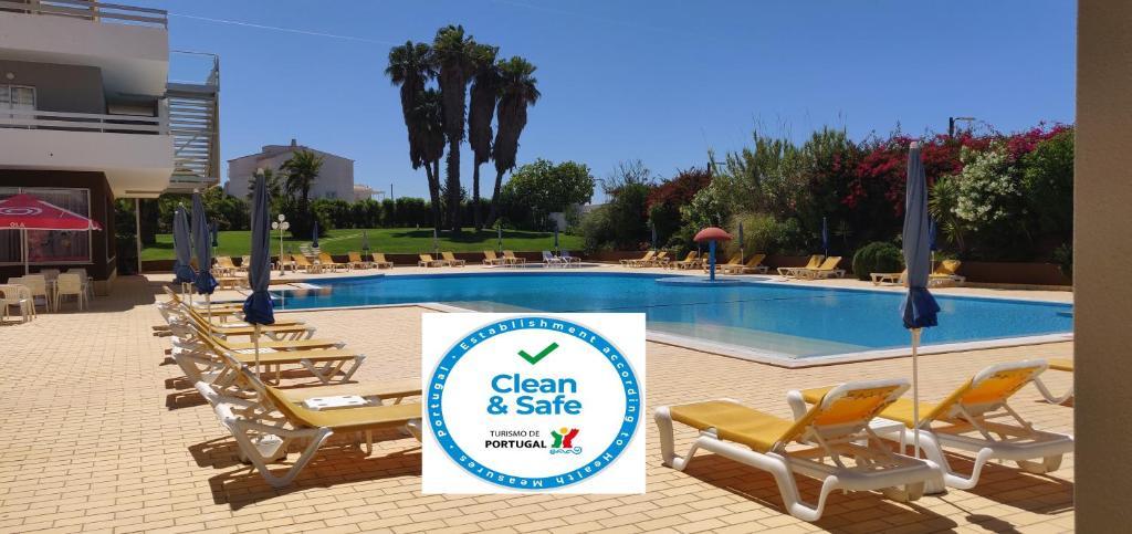 Het zwembad bij of vlak bij Hotel Luar