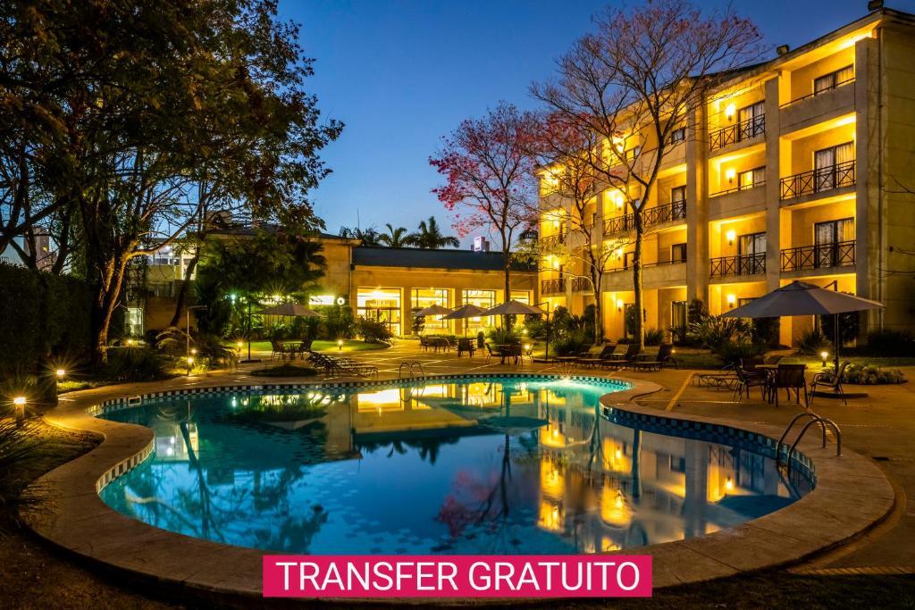 A piscina localizada em Hotel Panamby Guarulhos ou nos arredores