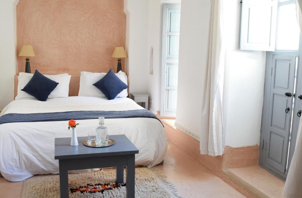 A bed or beds in a room at Riad Ariha