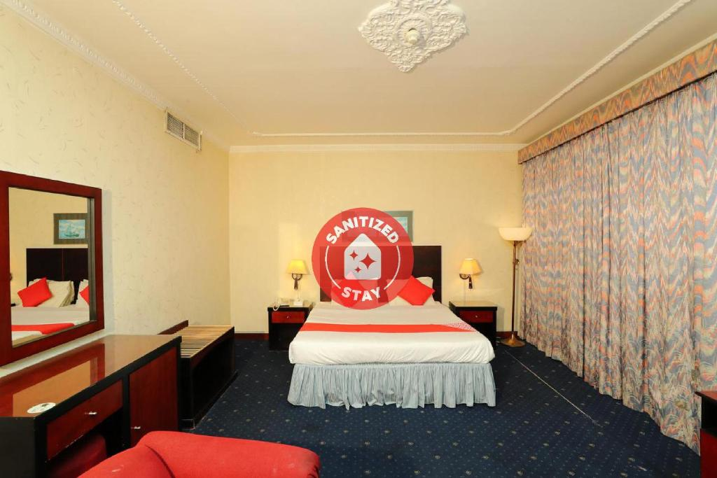 A bed or beds in a room at OYO 112 Semiramis Hotel