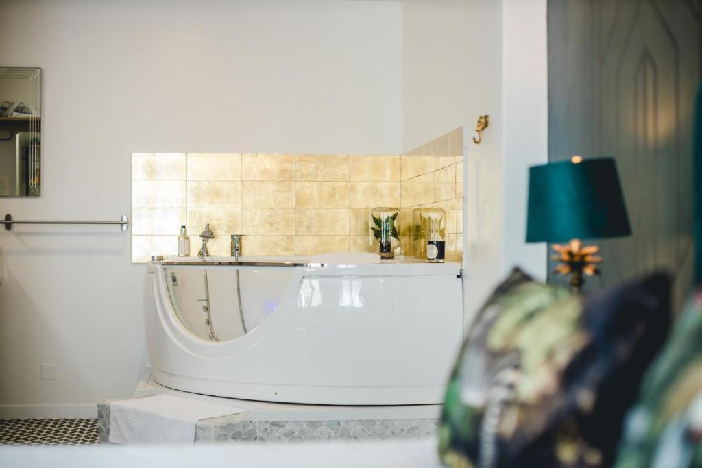 Salle de bains dans l'établissement Les Précieuses Suites & SPA