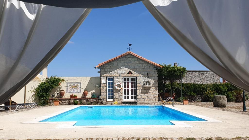 The swimming pool at or near Casa do Redondo