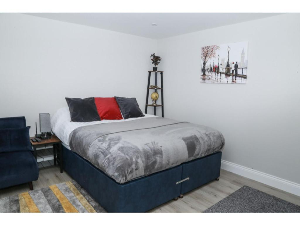 A bed or beds in a room at StayZo - Crofton Park - Central London refurbished Studio