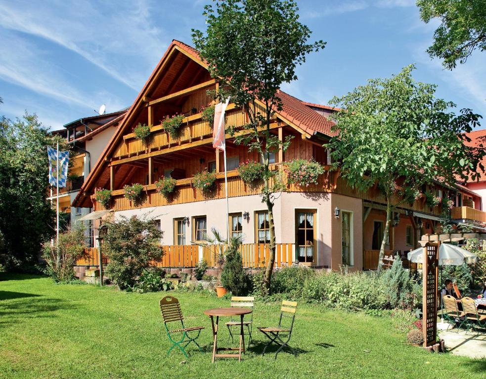A garden outside Land- und Aktivhotel Altmühlaue