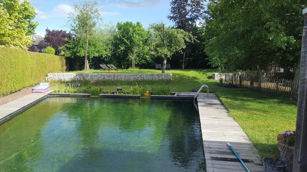 Het zwembad bij of vlak bij B&B de Breul