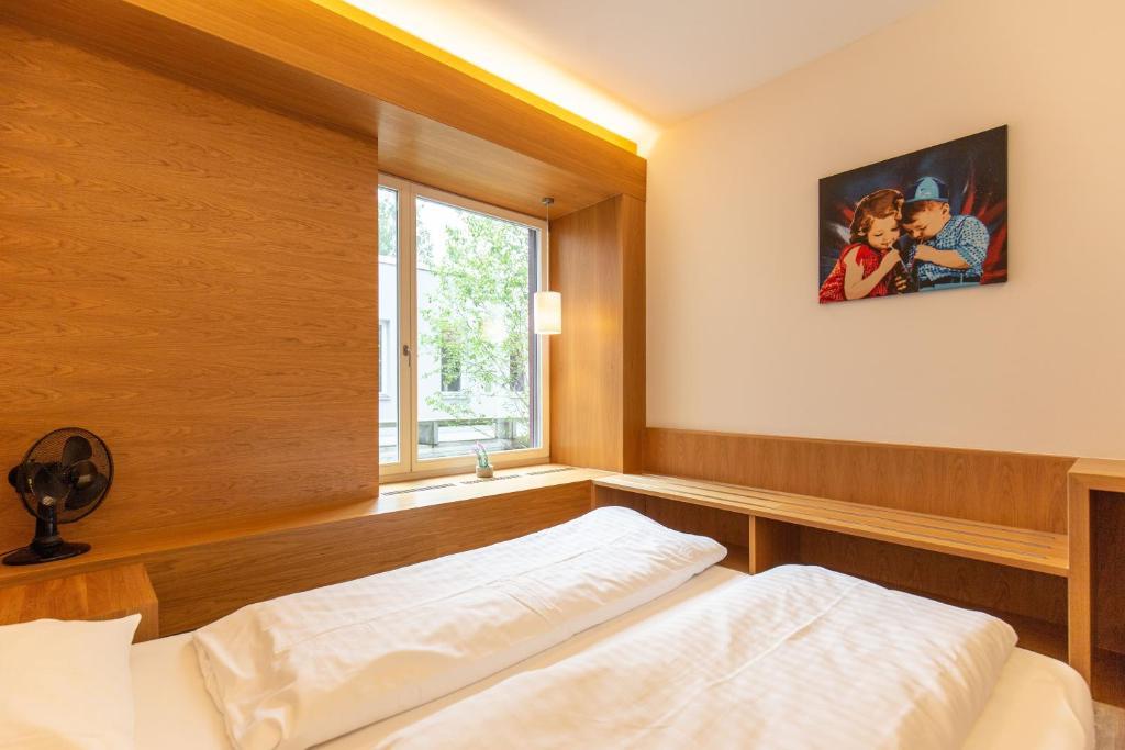 Ein Bett oder Betten in einem Zimmer der Unterkunft Hotel & Lounge by Hyve Basel SBB