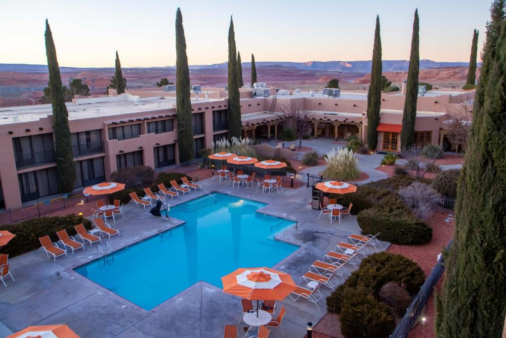 A view of the pool at Courtyard Page at Lake Powell or nearby