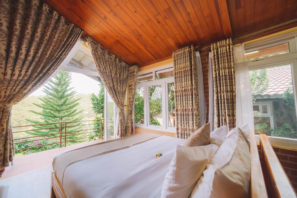 Giường trong phòng chung tại Zen Valley Dalat