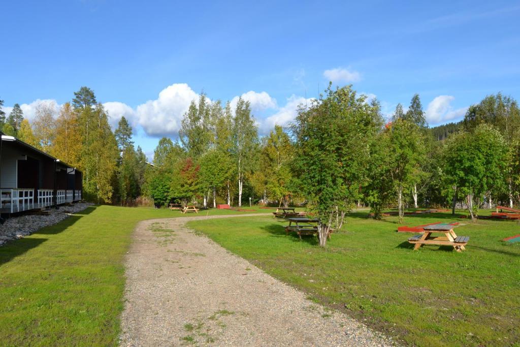A garden outside Paljakka Mökit