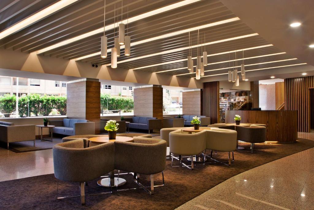 O lounge ou bar de Ramada by Wyndham Lisbon