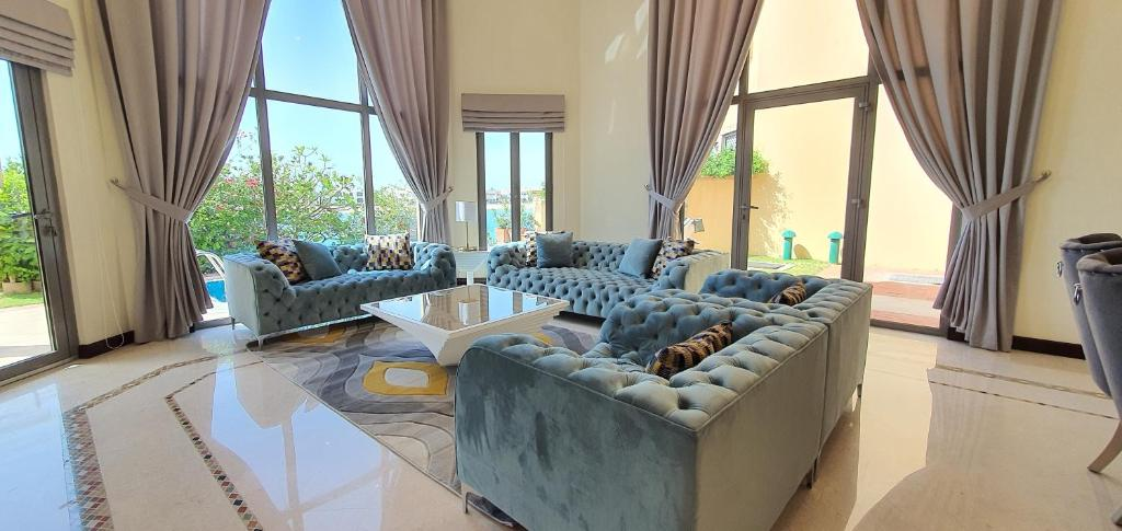 A seating area at Best Palm Jumeirah Beachfront Villa 5 Bedroom with private pool by Stay Here Holiday Homes