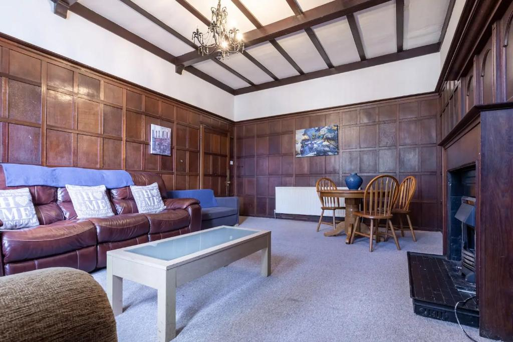 A seating area at No 1 - LARGE 1 BED NEAR SEFTON PARK AND LARK LANE
