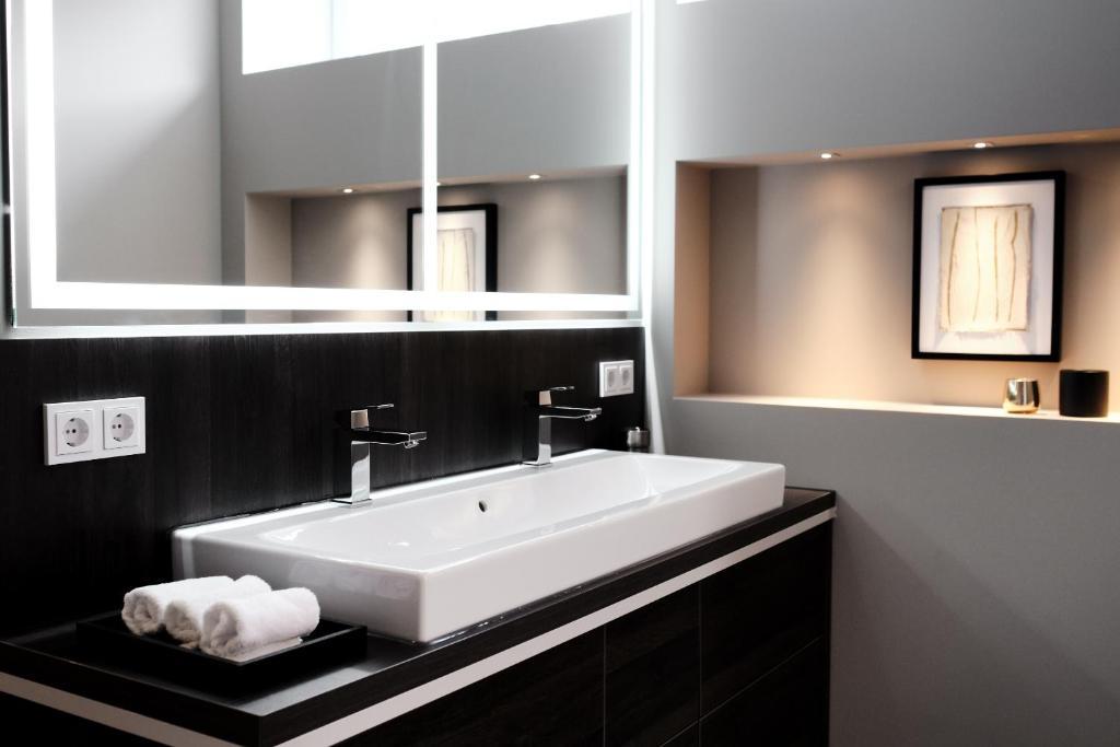 """Ein Badezimmer in der Unterkunft SAXX Apartments """"Goldberg Karree"""""""