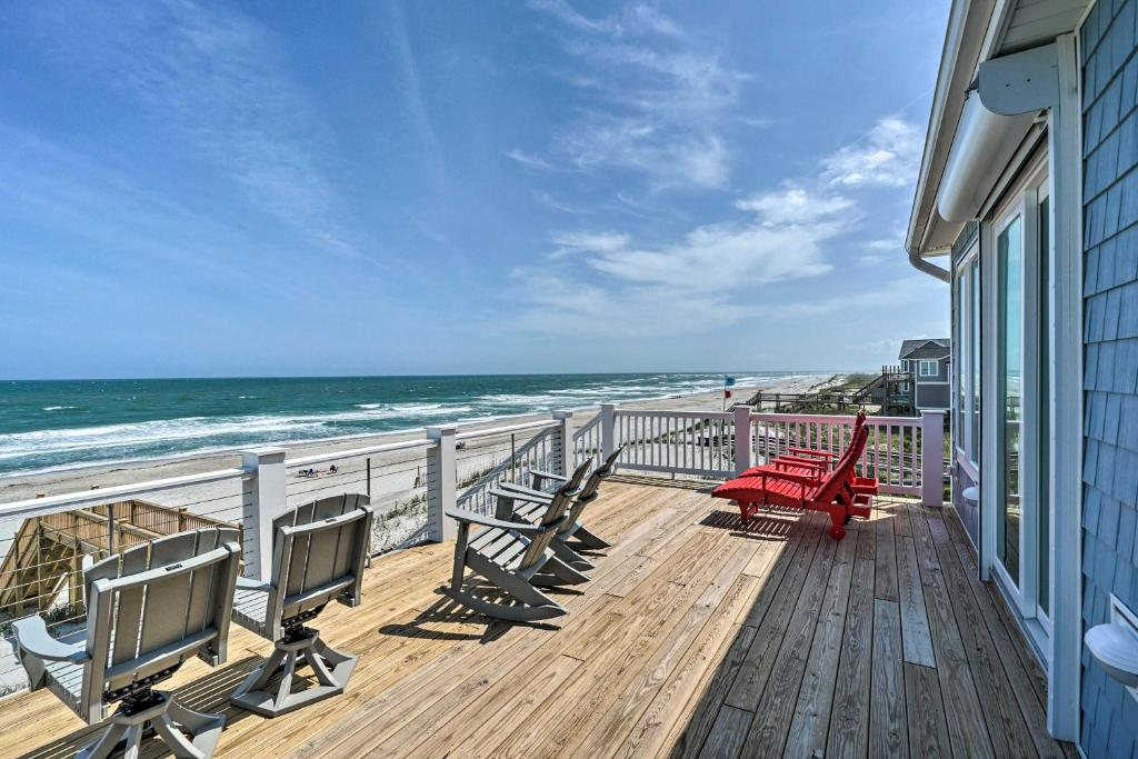 A balcony or terrace at Beachfront Oasis 2 Huge Decks, BBQ and Views!