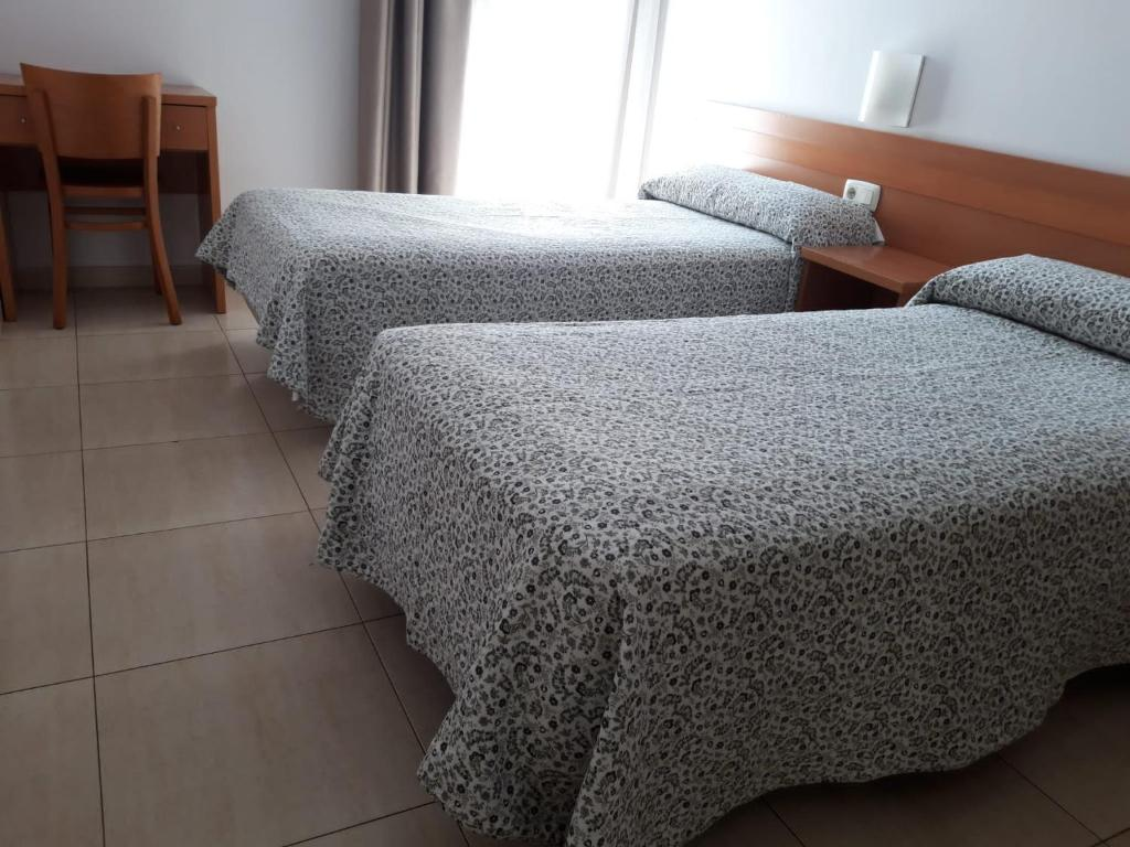 A bed or beds in a room at Hostal Cal Siles