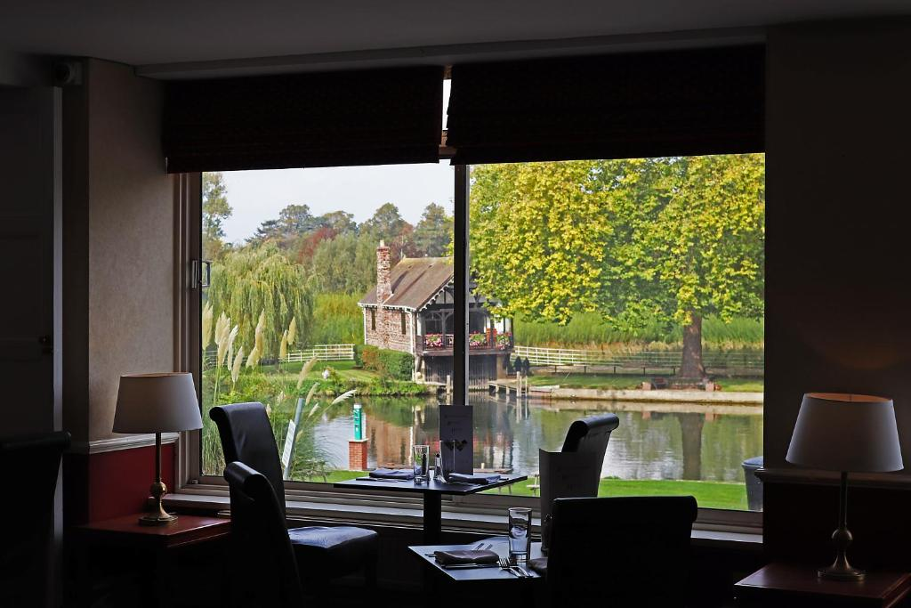 Shillingford Bridge Hotel - Laterooms