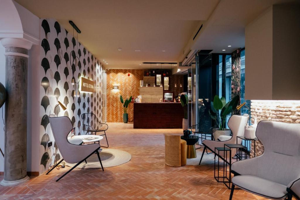 The lobby or reception area at Hotel Cetina Sevilla