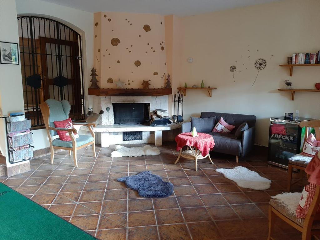 Ein Sitzbereich in der Unterkunft Hotel Landgasthof Frankenstern
