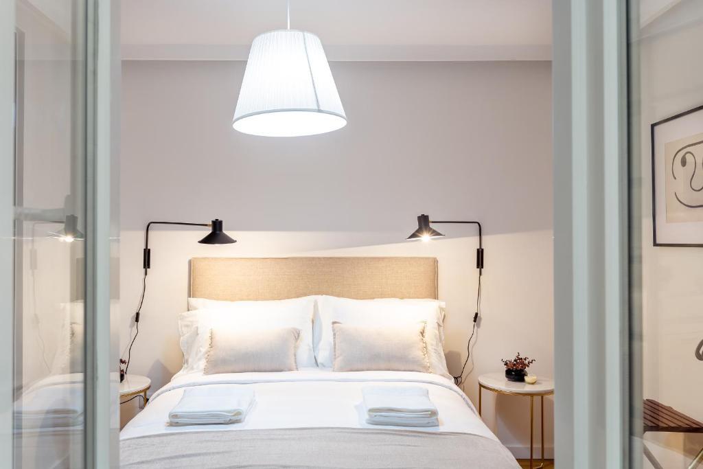 Uma cama ou camas num quarto em Lisbon City Center Cozy 1-Bedroom Apartment