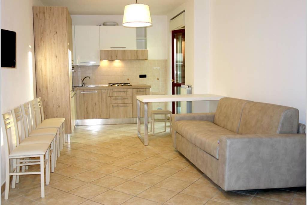 A seating area at Appartamento Lidarno