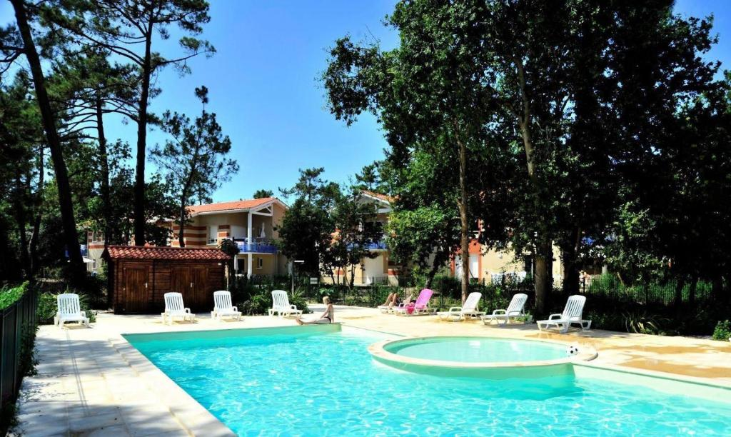 The swimming pool at or near Résidence Villa Marine