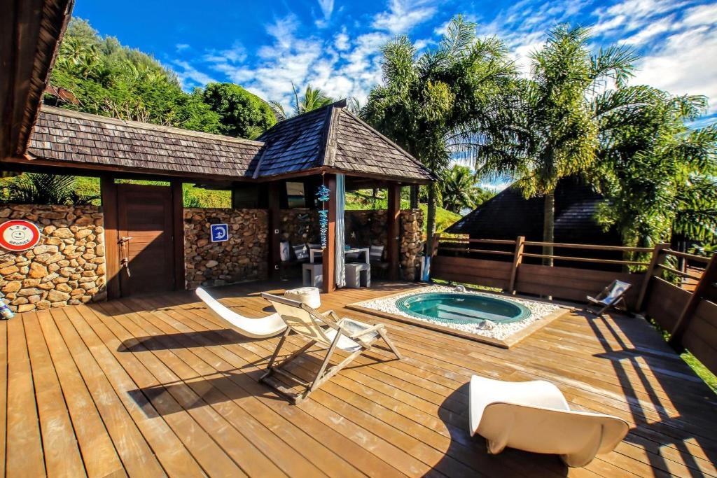 A piscina localizada em MOOREA - Villa Mahana Legends Residence ou nos arredores