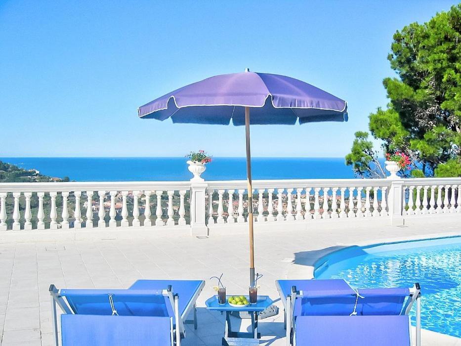 The swimming pool at or close to Santa Maria Villa Sleeps 14 Pool Air Con WiFi