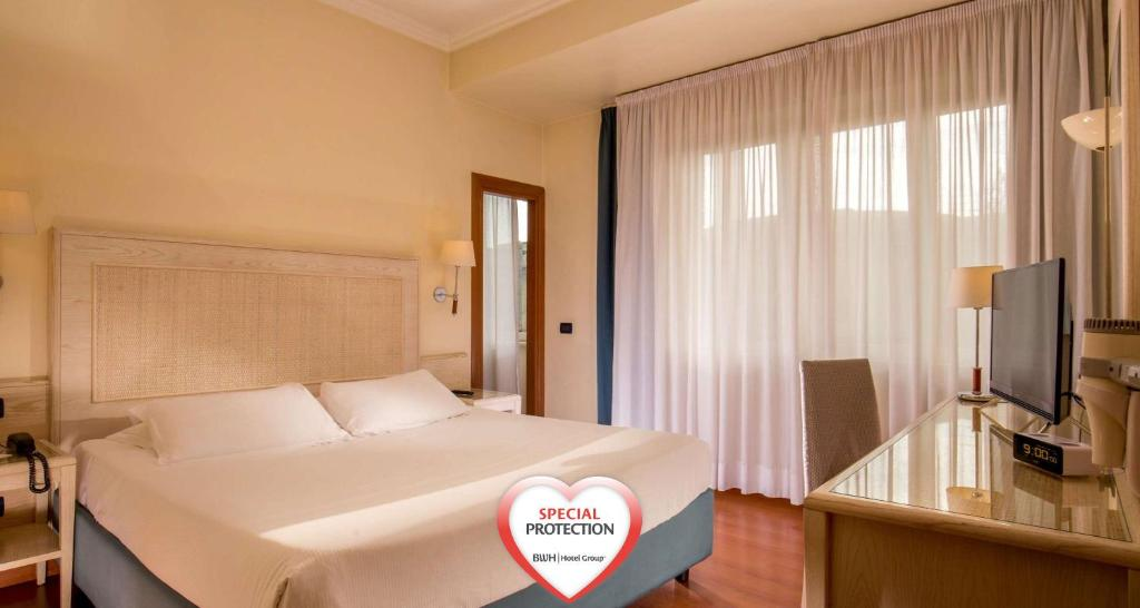 A bed or beds in a room at Best Western Hotel Globus