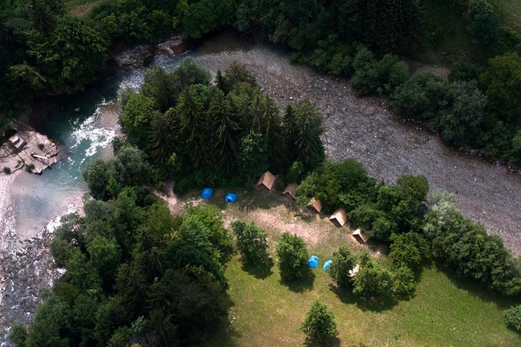 Een luchtfoto van Camping Naturplac Na Skali
