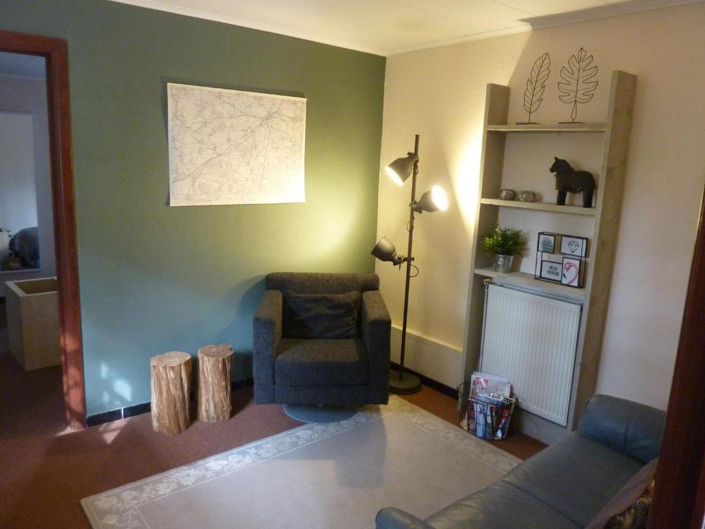 Een zitgedeelte bij Charming Apartment near the Forest in Durbuy